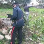 carabinieri vicino pozzo