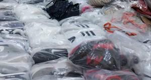 """Centinaia di scarpe e borse """"Tarocche"""" al mercato comunale di Avellino."""
